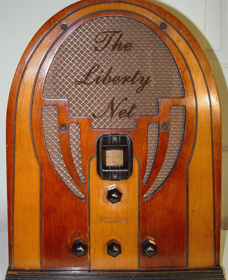 Liberty-Net---Philco-cathedral-radio